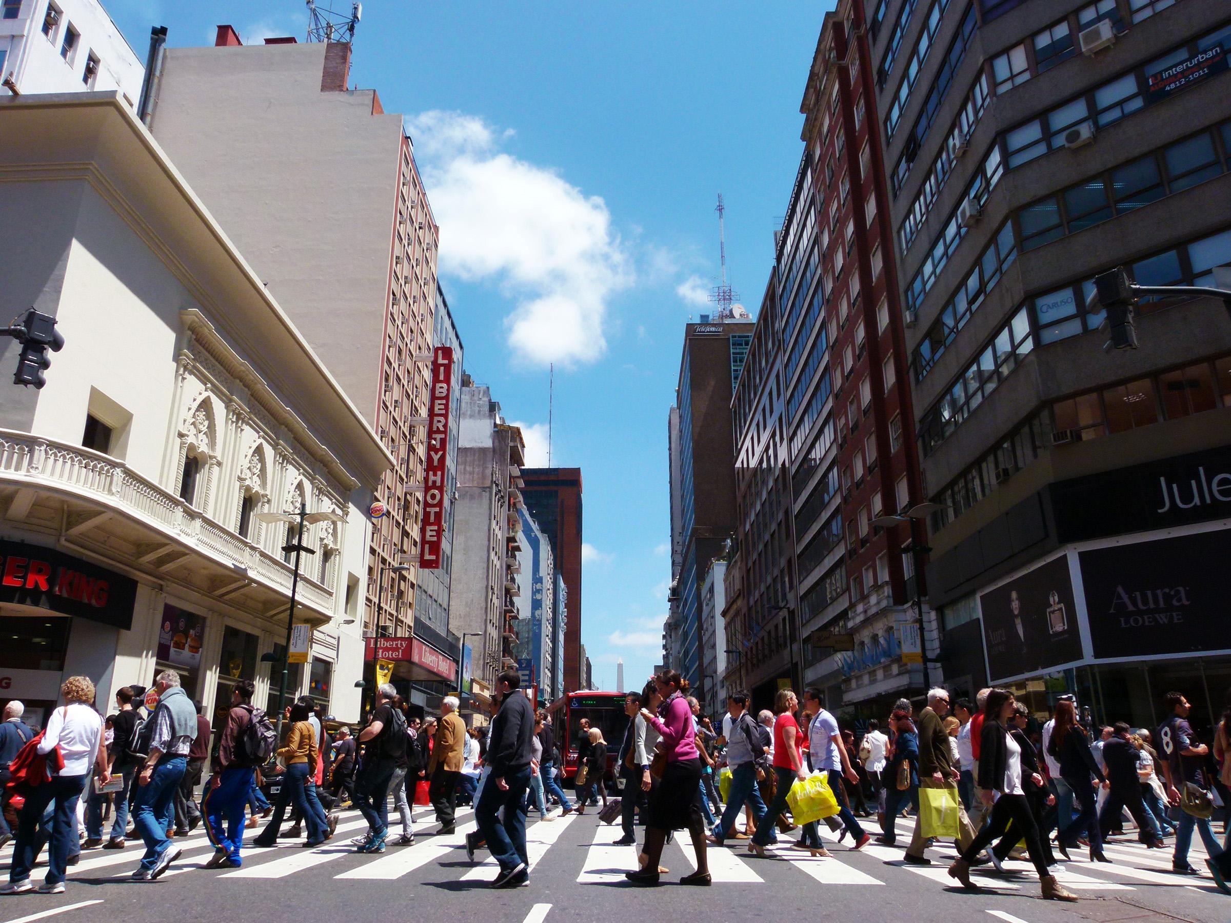 Calle Florida y Avenida Corrientes, Buenos Aires. ®Carmina Balaguer
