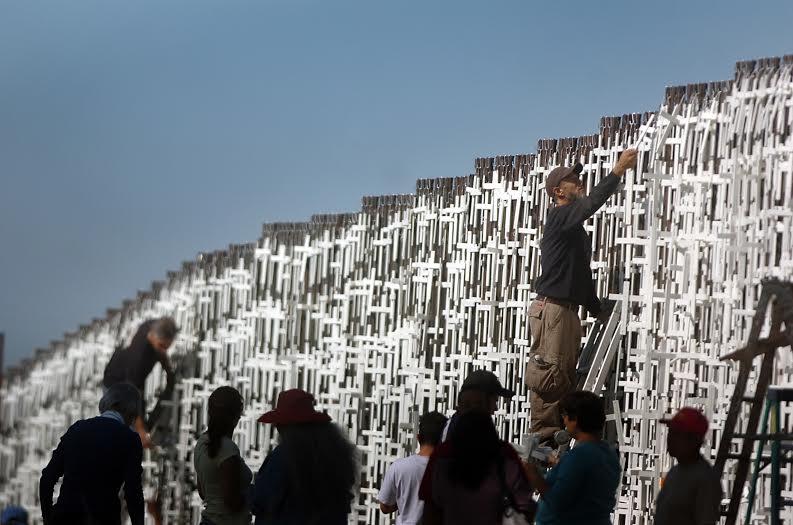 Los costos de cruzar un muro. Fotografía Omar Martínez