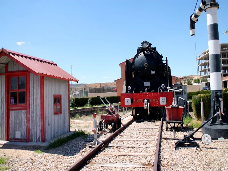 Locomotora Mikado junto a la estación de Arcos de Jalón. Foto: Virginia Martínez Escalona