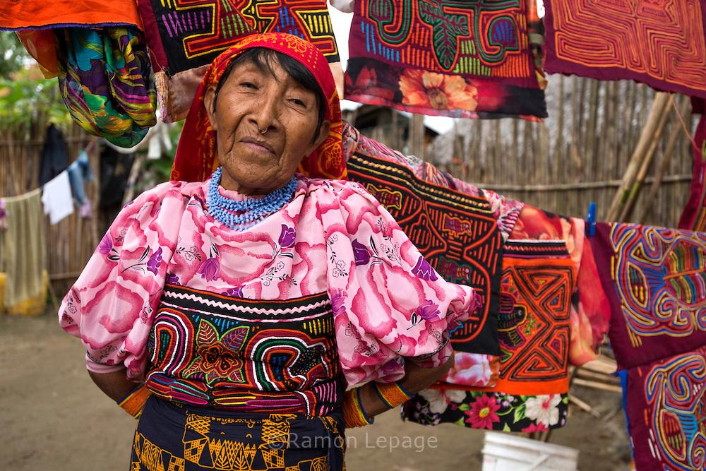 Retrato de mujer ind'gena Guna Yala |Fotografía: Ram—n Lepage