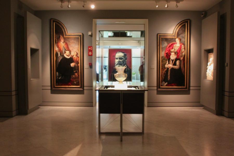 Algunas de las imágenes más conocidas de reyes, literatos, artistas y demás personajes ilustres de la cultura española pertenecieron a Lázaro Galdiano.