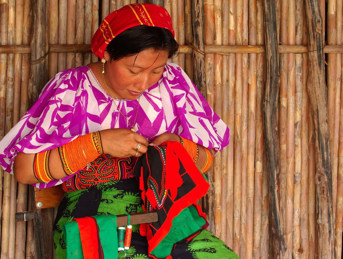 En la Isla Nalunega y el trabajo de las molas. |Fotografía: Visit Centroamerica
