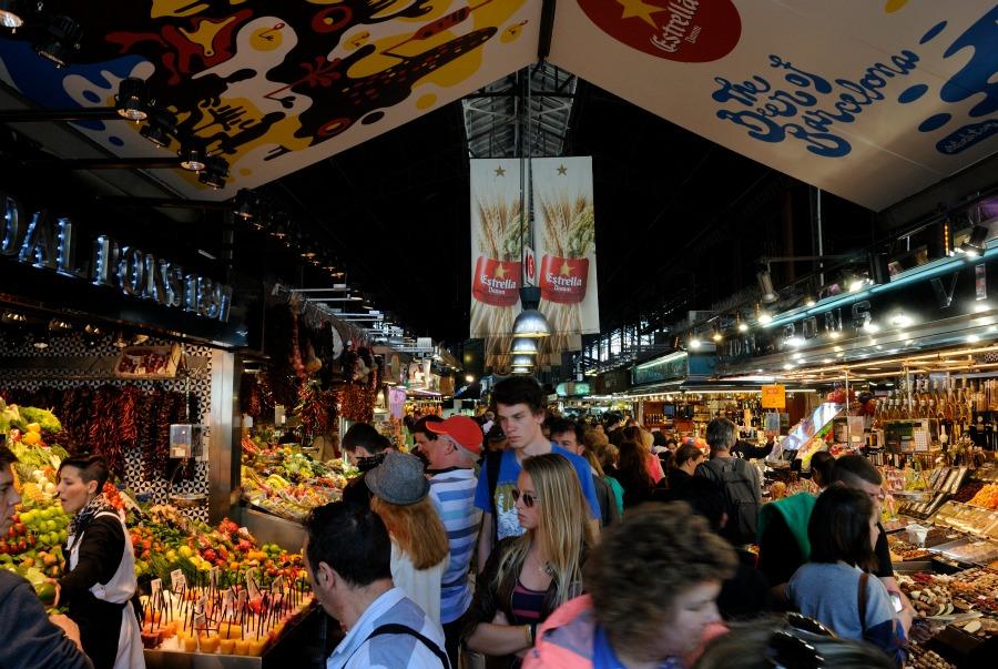 El pasillo principal del mercado más importante de la ciudad condal. |Fotografía: Beatriz Lizana