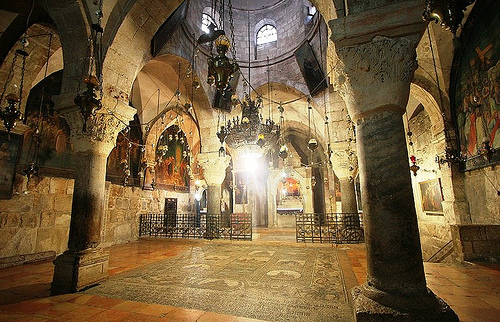 El interior de la Basílica del Santo Sepulcro.  Fotografía: www.forosdelavirgen.org