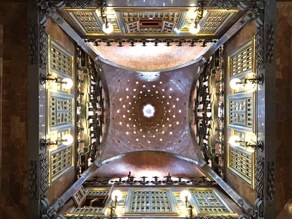 El techo del Palau Guell de Barcelona. |Fotografía: Arlene Bayliss