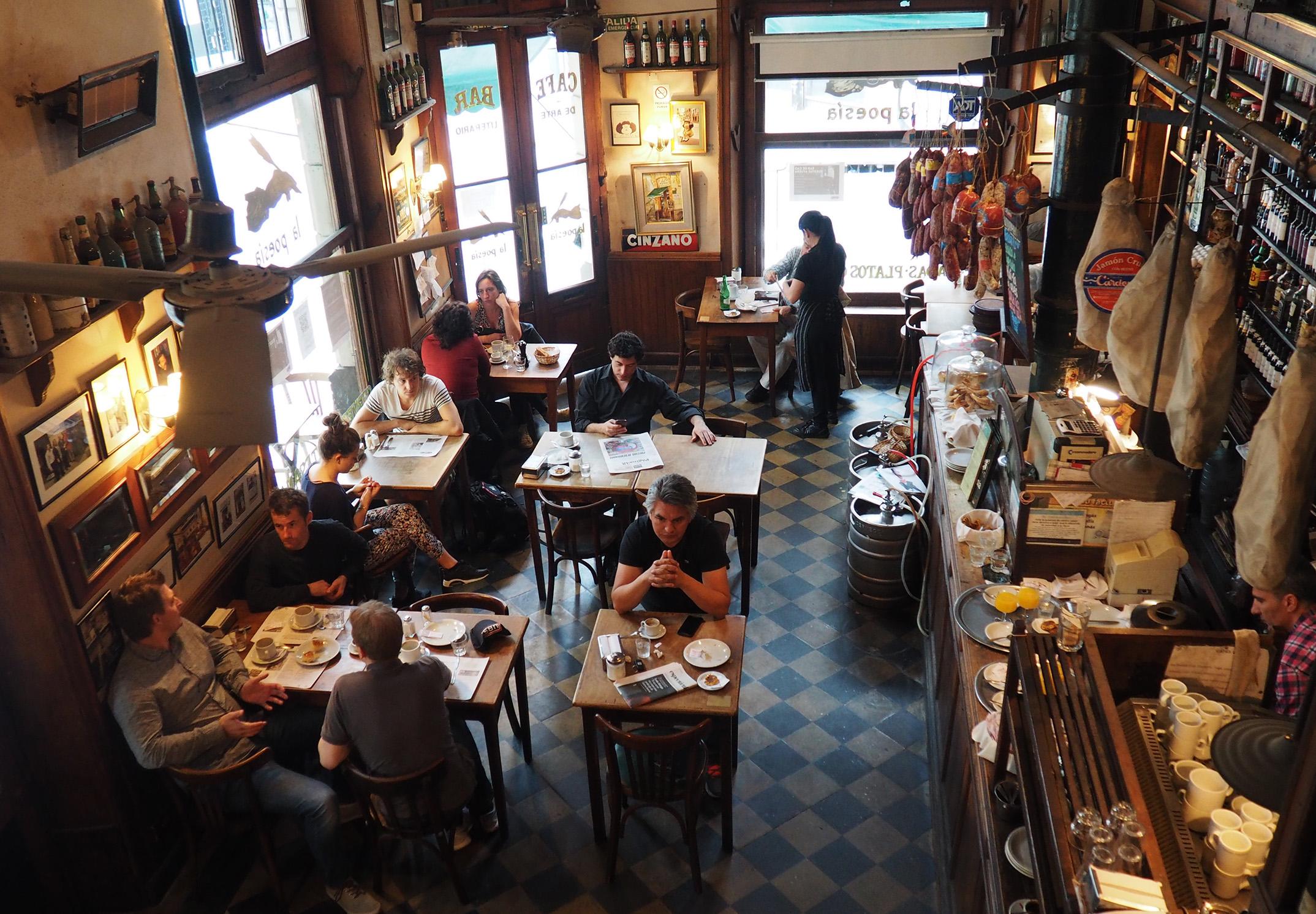 El Café de la poesía, uno de los bares notables de Buenos Aires