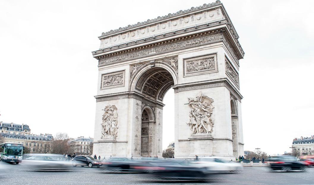 Un Paseo Hasta El Arco Del Triunfo De Paris Viaje Con Escalas