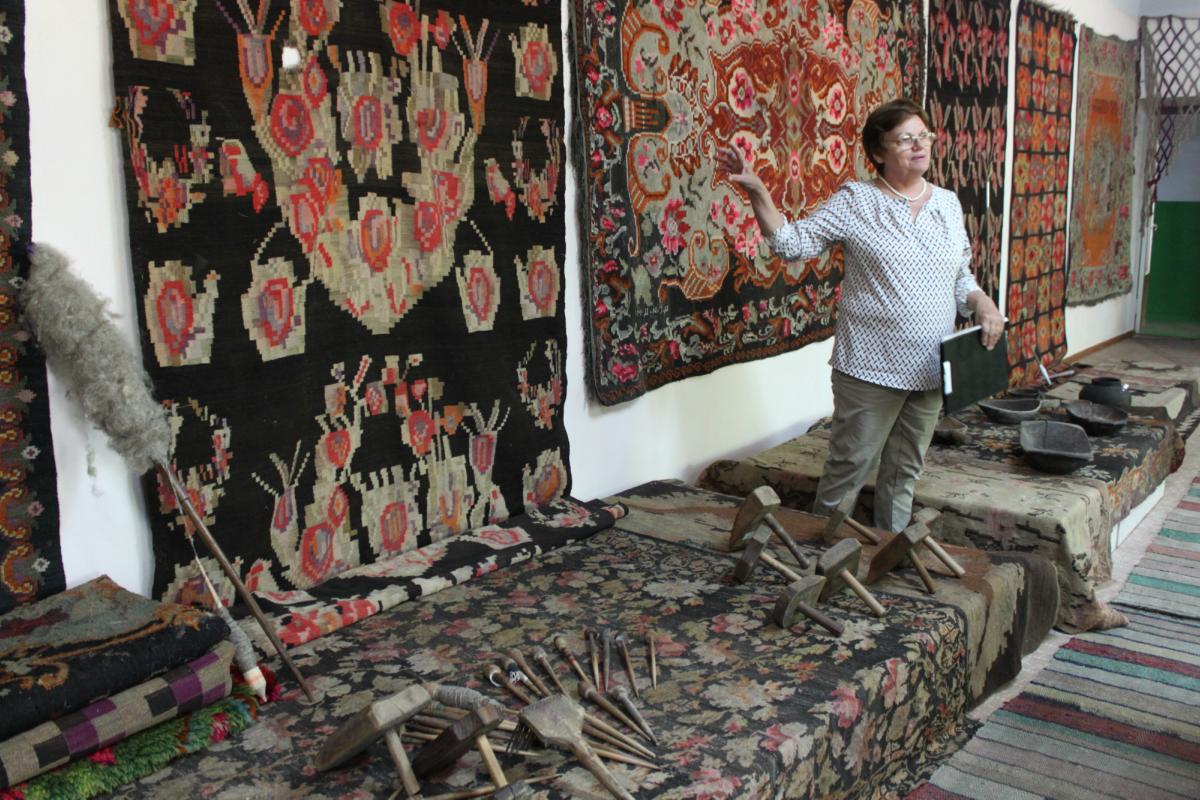 Ecaterina Popescu en el Complejo de Arte Rústico de Clisov